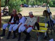 Na tři sta příznivců vojenské historie v rakouských a francouzských uniformách předvedlo ukázky z napoleonské bitvy u Znojma v roce 1809.