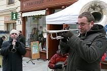 Kouda ´s Quartet hrál v rámci Jazz Festu také přímo na ulici. Tradičně před radnicí.