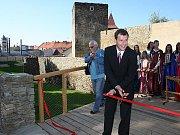 Starosta Znojma Vlastimil Gabrhel slavnostně přestřihl symbolickou pásku.
