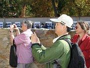O prohlídku hradebního pásu byl v první den jeho zpřístupnění velký zájem.