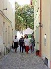 Z parku se přes hradby dá projít do Kollárovy ulice. Pěkná zkratka.