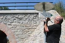 Novou turistickou trasu, která spojí dvě atraktivní vinařské polohy na Znojemsku, dokončuje v těchto dnech Klub českých turistů spolu s Vinařstvím Lahofer.