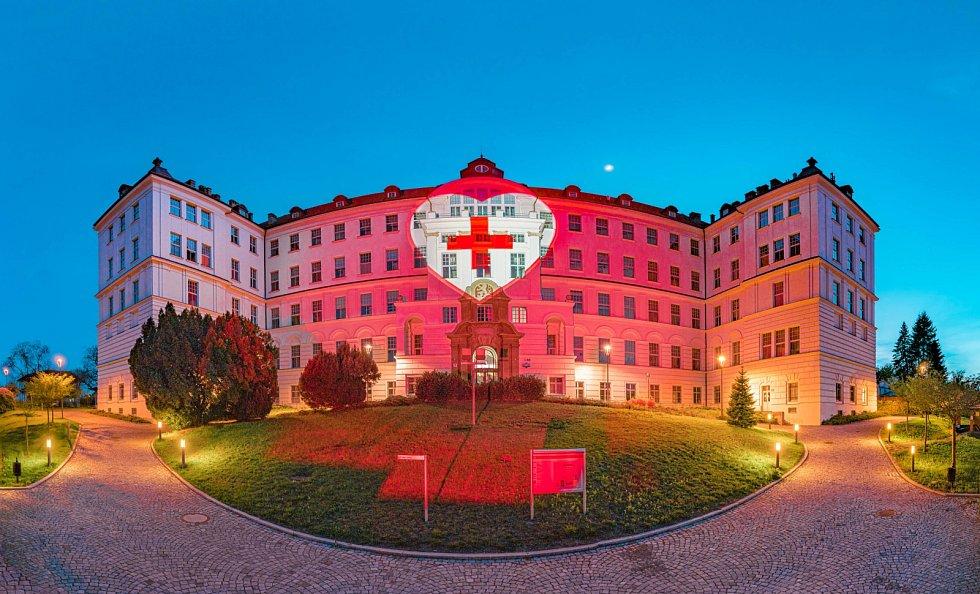 Iniciativa Světlem proti viru nasvítila i brněnské VUT..