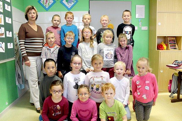 Žáci 1.C třídy ZŠ Pražská ver Znojmě spaní učitelkou Dagmar Savkovou.