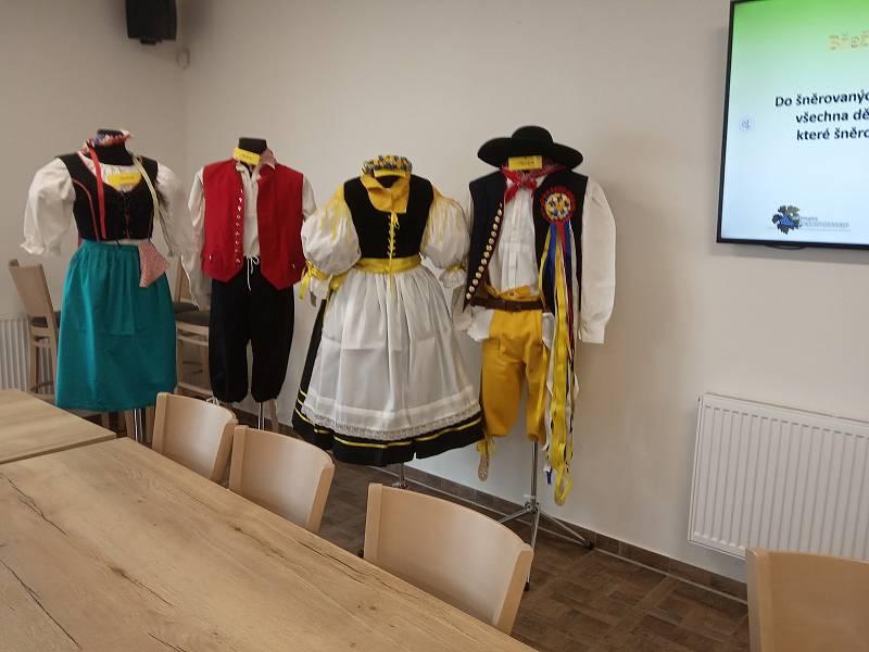 Rekonstrukce kroje Břežan vychází z historie krojů obcí Znojemských, Moravsko-kumlovských a německého Podyjí.