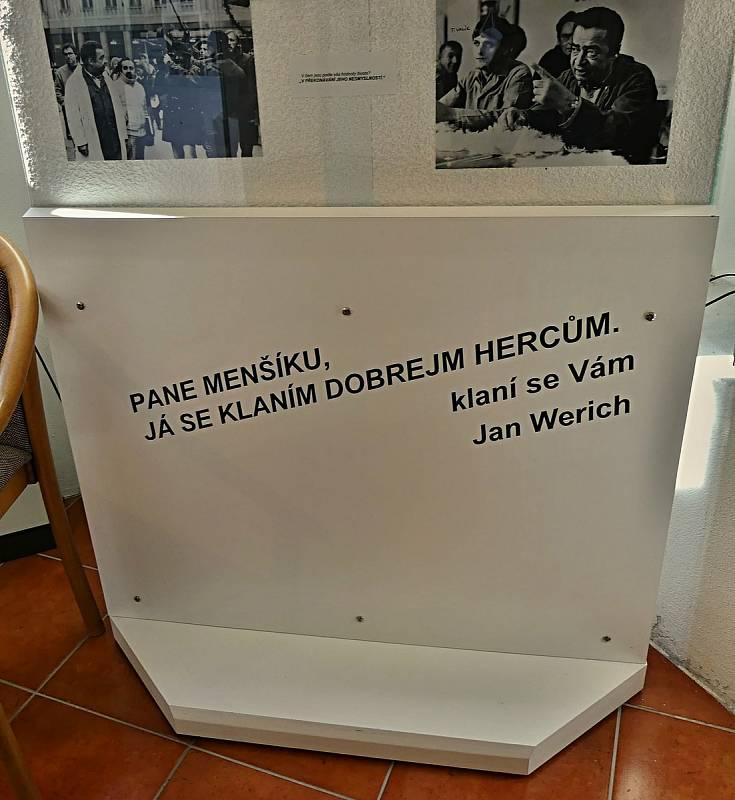 Z návštěvy expozice Vladimíra Menšíka v Ivančicích.