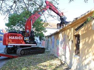 Začala demolice bývalé budovy správců zeleně ve Znojmě