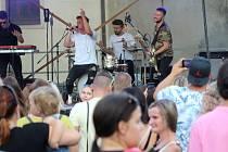 Odsunutému Majálesu 2020 patřilo ve Znojmě Masarykovo náměstí. Především mladé lidi lákaly koncerty kapel. Na snímku třebíčská skupina Like-it.