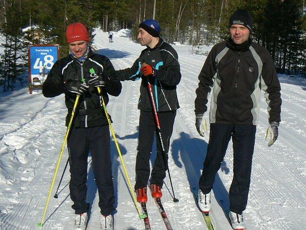 Běžci na lyžích z leva Daniel Novotný, Roman Goldschmidt, Petr Kolář