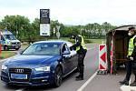 Na místě, které si policisté vybrali pro silniční kontrolu v Hatích na Znojemsku, byl v úterý po poledni klidný provoz bez většího zdržení.