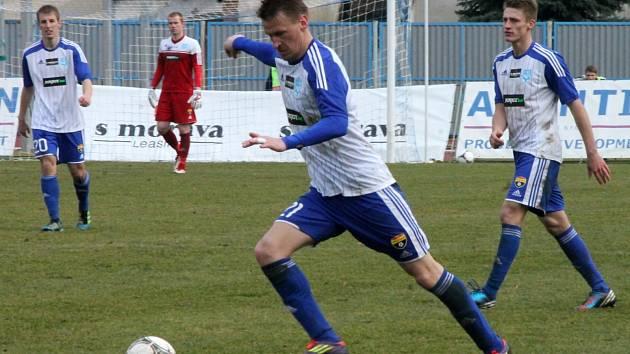 Marek Heinz u míče.
