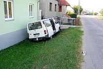 Dodávka havarovala v pátek v Žeroticích. Zranili se dva lidé.