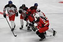 Znojemská Nevoga arena hostila ve čtvrtek večer exibiční utkání mezi výběry českých hokejových hvězd a historicky nejlepšími hráči Orlů Znojmo.
