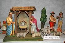 V kostele Nanebevzetí panny Marie ve Znojmě - Louce vystavují stovky betlémů a vánočních pohlednic.