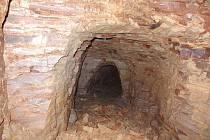 Budování přípojky k domu číslo 49 odkrylo dávné podzemní chodby. Více fotografií najdou zájemci na webu Petrovic.