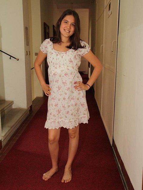 Šestnáctiletá slečna Tereza Holubová je autorkou pohádkové hudební komedie se zpěvy a tancem. Ve čtvrtek ji mohou poprvé návštěvníci spatřit na prknech znojemského divadla.