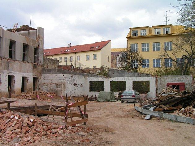 Současný stav prostoru hradeb v Dolním parku