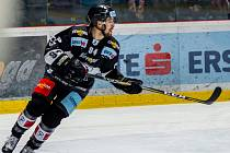 Hokejista Ryan Kujawinski.