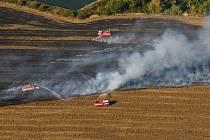 Požár strniště u Nového Šaldorfu. Ilustrační foto.