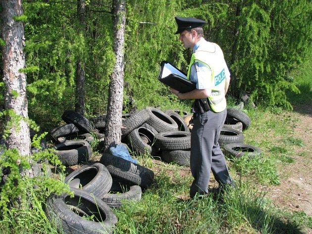 Skládka pneumatik. Ilustrační foto