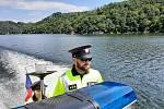 Policisté kontrolovali lodivody ve vlnách Dyje na vranovské přehradě.