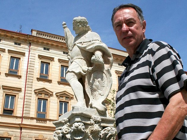 Opravená socha svatého Václava, která je součástí kašny na Václavském náměstí ve Znojmě. Její stav kontroloval sochař Petr Roztočil. Ilustrační foto.