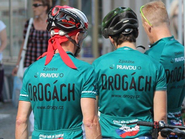 Účastníci Cyklo-běhu za Česko bez drog projeli ve čtvrtek na kolech Znojemskem.