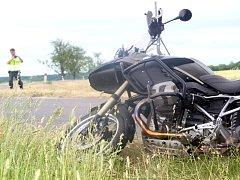 Na státní silnici I/53 nedaleko Práčí havaroval v neděli kolem páté hodiny odpolední motorkář se spolujezdcem.