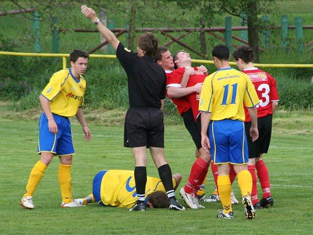 Derby přineslo kromě gólů i tvrdé zákroky