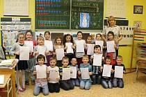 Své první vysvědčení dostaly ve středu také děti z 1. A a 1.B ZŠ na náměstí Republiky ve Znojmě.