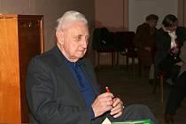 Režisér spolku, pětaosmdesátiletý Jaroslav Seidl.