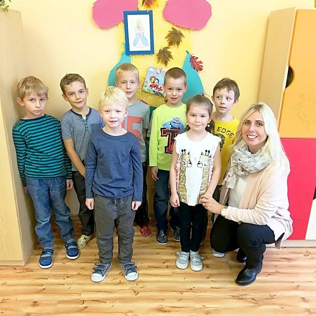 Žáci 1.třídy ze ZŠ Konice, která patří pod ZŠ Dr. Mareše ve Znojmě spaní učitelkou Jitkou Bulínovou.