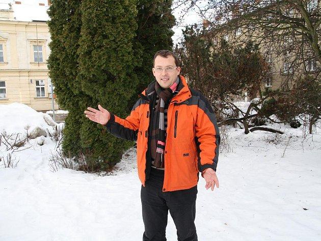 Předsedou a regionálním lídrem TOP 09 na Znojemsku je krumlovský podnikatel a bývalý radní Vlastimil Kocanda.