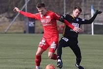 Třetiligoví fotbalisté 1. SC Znojmo (v černém) sehráli sobotní zápas proti Amstettenu pouze ve třinácti hráčích.