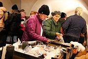 Bar Chatka na Masarykově náměstí ve Znojmě zaplnil další ročník dobročinného Šmukbazaru.