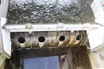 Detail techniky na hrázi přehrady.