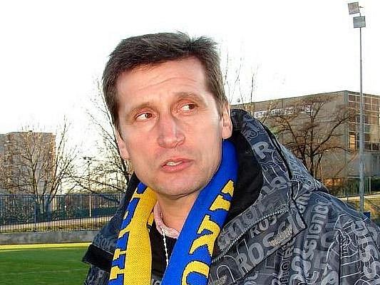 Trenér  1. SC Znojmo Bohumil Smrček.