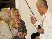 Vinaři ze Znovínu Znojmo připravili k ochutnání na sto vzorků vín. Degustaci zpříjemnil Jožka Šmukař se svou kapelou.