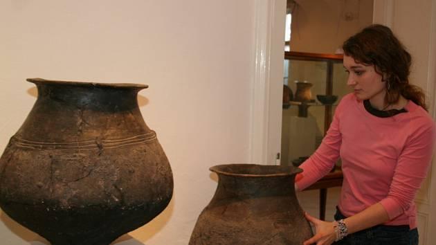 Kurátorka Alena Hrbáčková představuje novou expozici krumlovského muzea.