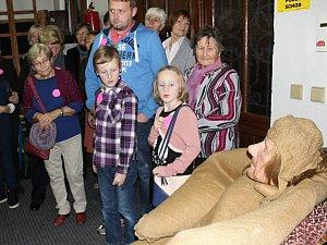 Z kostýmu Golema vždy vyléváme litry potu, dozvěděli se návštěvníci Noci divadel