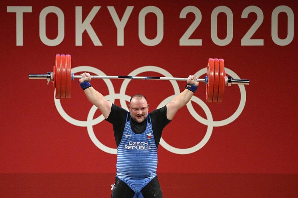 Vzpěrač Jiří Orság byl na olympijských hrách v Tokiu v nejtěžší kategorii nad 109 kg po třech neúspěšných pokusech v nadhozu diskvalifikován