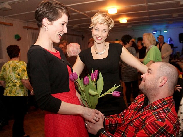 Oslavy v kulturních domech? Pro místní za původní nižší ceny