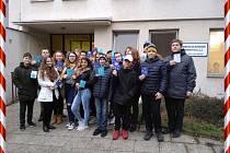 Žáci z Mládežky přišli popřát k Vánocům pacientům znojemské LDN.