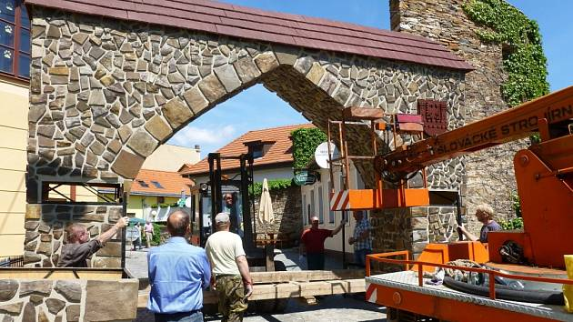 Již v září zvýrazní vszupy do centra města nové brány, podobné budou těm, které využívají v Jemnici.