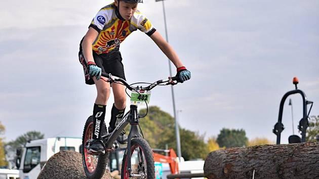 Znojemský biketrialista René Vymětal obhájil poslední listopadový víkend titul mistra republiky.