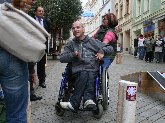 Lidé vyzkoušeli jízdu na vozíku