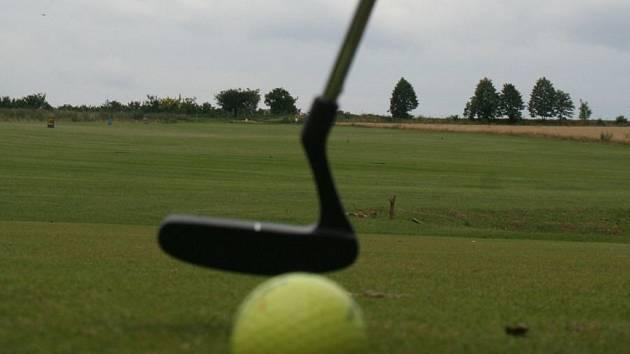 Ilustrační foto - golfové hřiště.