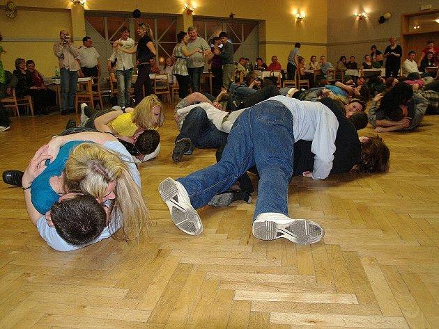 Tasovičtí dobrovolní hasiči uspořádali tradiční ostatky s Válením dýní.