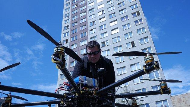 Podnikatel využívá drony nejen ve filmovém odvětví, ale ivprůmyslu, zemědělství a lesnictví.