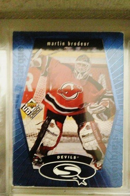 Daniel Maceček se věnuje sbírání hokejových karet. Už má 1500karet pouze sMartinem Brodeurem.